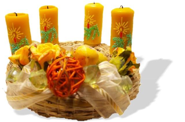 Adventski vijenac sa sviječama od pčelinjeg voska
